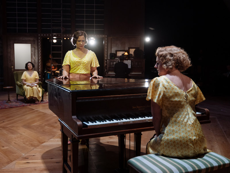 Golda Rosheuvel and the cast of The American Clock at The Old Vic. Photos by Manuel Harlan